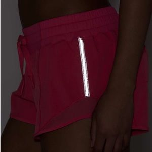 lululemon athletica Shorts - LULULEMON   lip gloss   hotty hot shorts